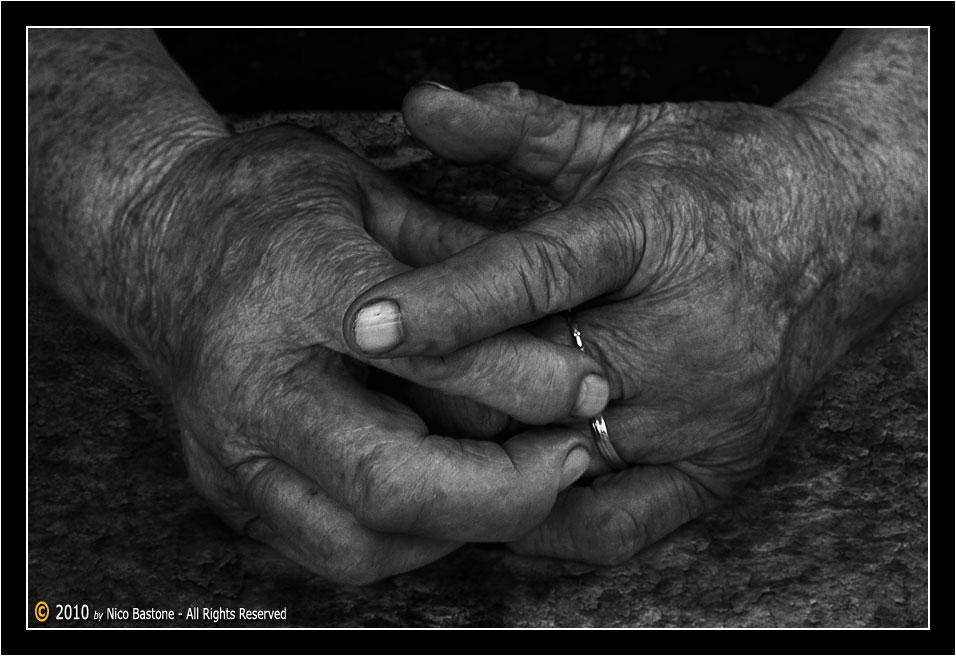 Mani hands bianco e nero black white foto photos for Foto hd bianco e nero
